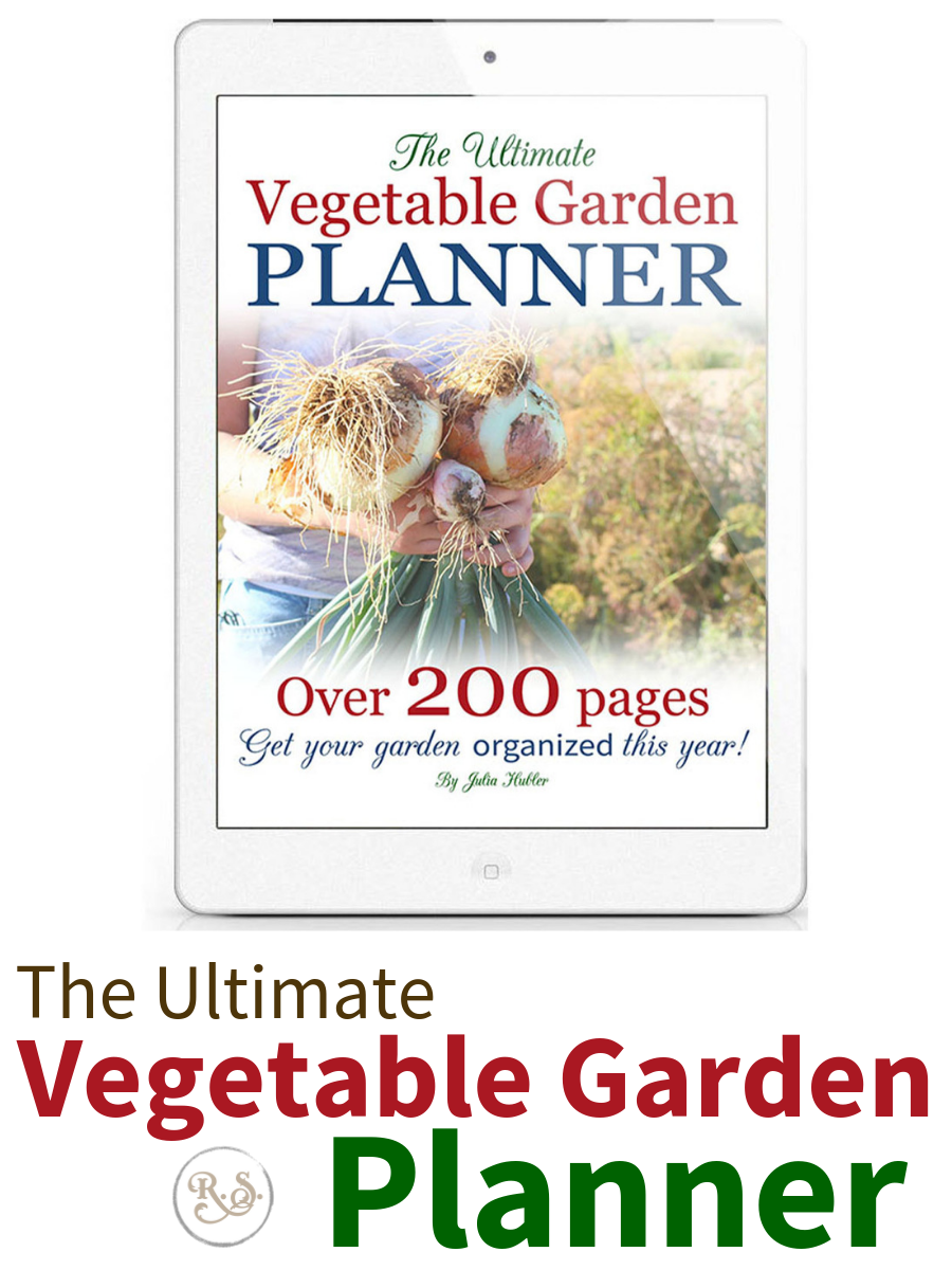 Need to organize your gardening and keep better records this year? Use this detailed vegetable garden planner today! #gardeningforbeginners #gardeningbinder #gardeningplans #printable #binder